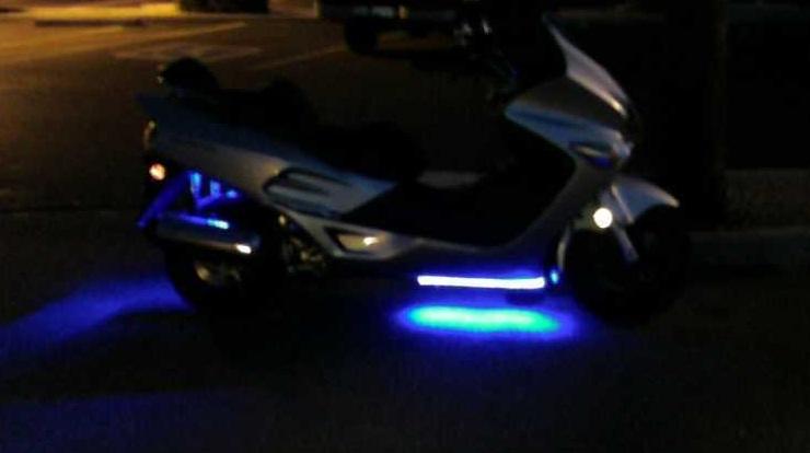 Как сделать неоновую подсветку скутера